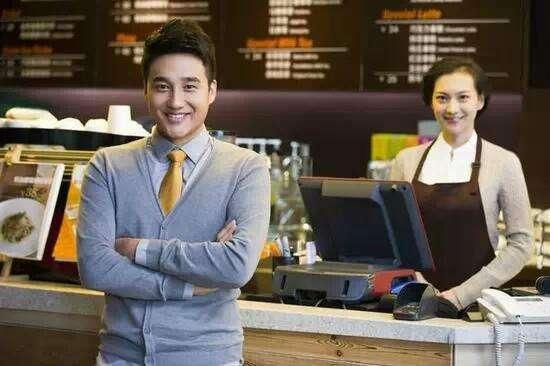 广告机推进餐饮服务 吸引更多顾客